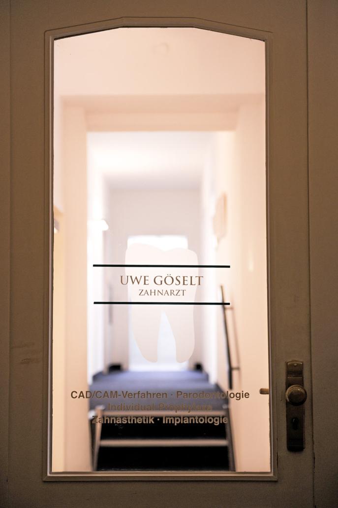 Willkommen in der Zahnarztpraxis von Zahnarzt Uwe Goeselt im historischen Reichsgraf-Gebäude in Coburg